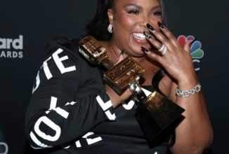 """Lizzo Makes Powerful Statement at 2020 Billboard Music Awards: """"Refuse to Be Suppressed"""""""